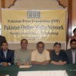 Pakistan Press Foundation chairman, Owais Aslam Ali is in group photo along with participants of a workshop under the theme of Online Media Network Needs Assessment Workshop — Stock Photo