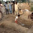 People from ChristiCommunity busy in preparing grave to bury their loved ones who killed in dual suicidal attack on church of Kohati gate — Stock Photo #31960039