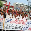 Supporters of Masih Ittehad Welfare Society chant slogans against dual suicidal bomb blast attack on a church of Peshawar — Stock Photo