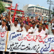 Supporters of Masih Ittehad Welfare Society chant slogans against dual suicidal bomb blast attack on a church of Peshawar — Stockfoto