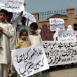 Residents of Budhbar arechant slogans against their arepolice department officials during protest demonstration at Peshawar press club — Stock Photo #32605381