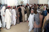 Large numbers of patients are in queue to get medical checkup coupon at administrative window of Civil Hospital OPD as the physicians are on strike against kidnapping of Dr. Munaf Tareen — Stock Photo