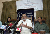 Karachi Psychological Hospital President, Dr. Mubeen Akhtar addresses to media persons on the occasion of Anti-Narcotics Day — Stock Photo