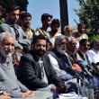 Nawabzada Arbab Umar Farooq Kasi addresses to media persons during press conference regarding kidnapping of Former provincial president of Awami National Party (ANP) — Zdjęcie stockowe