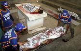 Dead bodies of terrorists belonged to defunct Tehreek-e-Talban kept at Jinnah Hospital mortuary in Karachi — Stock Photo