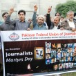 Members of Pakistan Federal Union of Journalists are paying rich tribute to all journalists, who lost their lives in the time of duty — Stock Photo