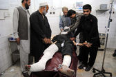 Victim of powerful bomb explosion occurred near the Custom House at the Torkham border crossing being admitted for treatment at local hospital in Peshawar — Stock Photo