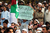 Leaders and activists of Ahle Sunnat Wal Jamat chant slogans against sectarian clashes in Rawalpindi on Ashura — Stock Photo