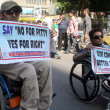 Disable persons are protesting and demanding equal rights for normal and disable persons during a demonstration — Foto de Stock
