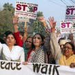 Members of Women Workers Helpline chant slogans against torture on women and demanding stop violence against women — Stock Photo #36995689