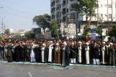 Shiite Muslims mourners are offering noon prayer during Chehlum (40th Day) of Imam Hussain (A.S) procession — Stock Photo