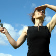 The businesswoman is relaxed and looks in the sky — Stock Photo