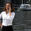 Foto Stock: Business womis tense during telephone call