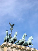 Quadriga av brandenburger tor i berlin — Stockfoto