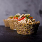 Small raw food quiche — Stock Photo