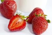 草莓成熟和多汁 — 图库照片