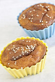 Cupcake sprinkled with sesame seeds — Zdjęcie stockowe