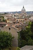 Tipo panoramico su vecchie case di roma — Foto Stock