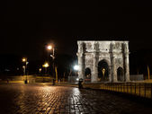 The Arch of Constantine by night — 图库照片