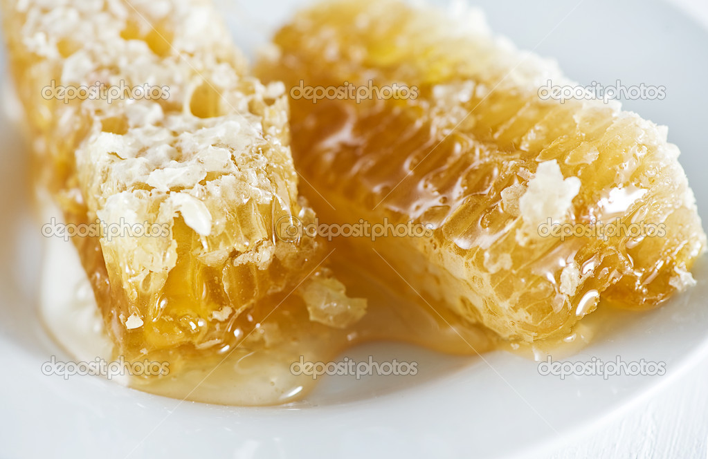 Honey combs with honey on the plate — Foto Stock #12248397
