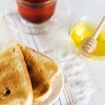 tostadas, miel y té — Foto de Stock