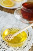 Honey, tea and lemons — Stock Photo
