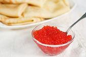 Panqueques y caviar rojo — Foto de Stock