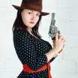 Woman in brown hat with gun — Stock Photo