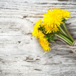 Foto Stock: Dandelion flowers on the wooden background