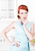 Beautiful woman on the kitchen — Stock Photo