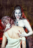 Beautiful vampire and her victim — Foto de Stock