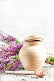 Clay pot, dipper and heather — Stock Photo