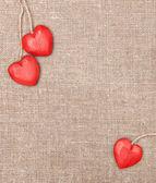 Coeurs en bois sur la toile de jute — Photo