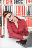 Business woman using mobile phone and working — Stock Photo