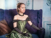 Bela mulher de vestido medieval — Fotografia Stock