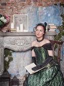 Beautiful woman in medieval dress — Foto de Stock