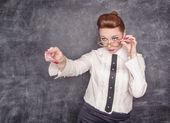 Professeur strict montrant sur quelqu'un de doigt — Photo
