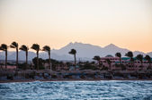 View of the beach and mountains in the distance. Hurghada, Egypt — Stock Photo