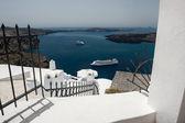 Piękna architektura biały i widokiem na morze — Zdjęcie stockowe