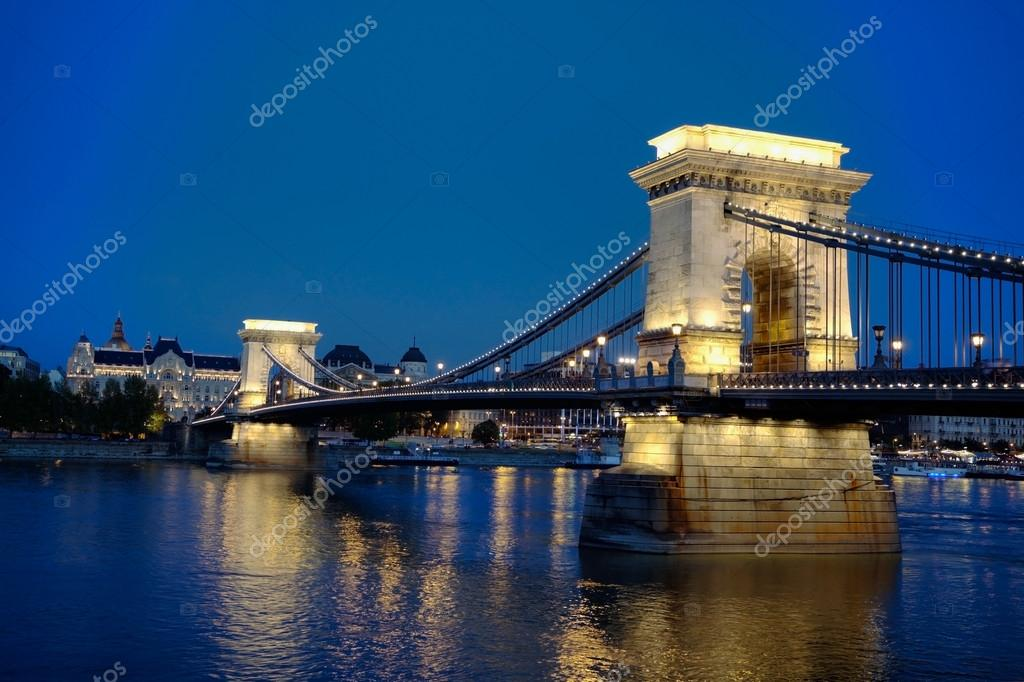 Szechenyi chain bridge in Budapest, Hungary at the night time — Stock Photo #13855696