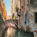 Narrow canal in Venice, Italy — Stock Photo #18397501