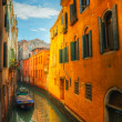Narrow canal in Venice, Italy - Foto de Stock