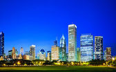 Downtown Chicago, IL in the evening — Stock Photo