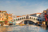 Rialto Bridge (Ponte Di Rialto) on a sunny day — Stock Photo
