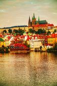 Prag charles köprüsü tarafından gelen eski genel bakış — Stok fotoğraf