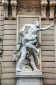 Sculpture in front of St. Michael's wing of Hofburg Palace in Vi — ストック写真