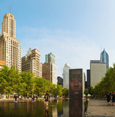 Cityscape of Chicago with Crown Fountain — Stock Photo