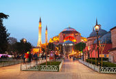 Hagia Sophia in Istanbul, Turkey early in the evening — Stock Photo