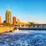 Downtown Minneapolis, Minnesota at night time and Saint Anthony — Stock Photo