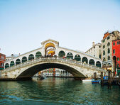 Rialto Bridge (Ponte Di Rialto) in Venice, Italy — Stock Photo